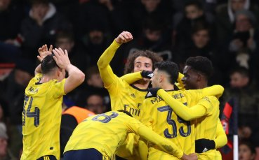 Отново без чиста мрежа, но Арсенал удържа първи успех навън за годината