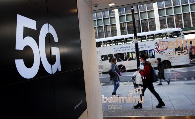 Социалните мрежи ще спират конспирациите за 5G мрежите