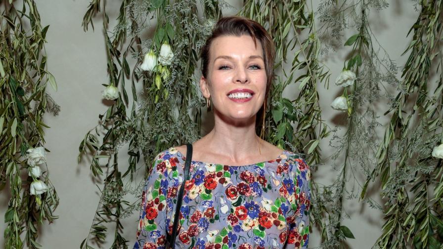 <p><strong>Мила Йовович</strong> стана майка за трети път</p>
