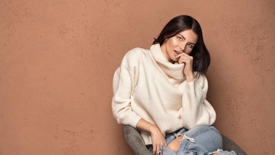жена дънки пуловер стил мода