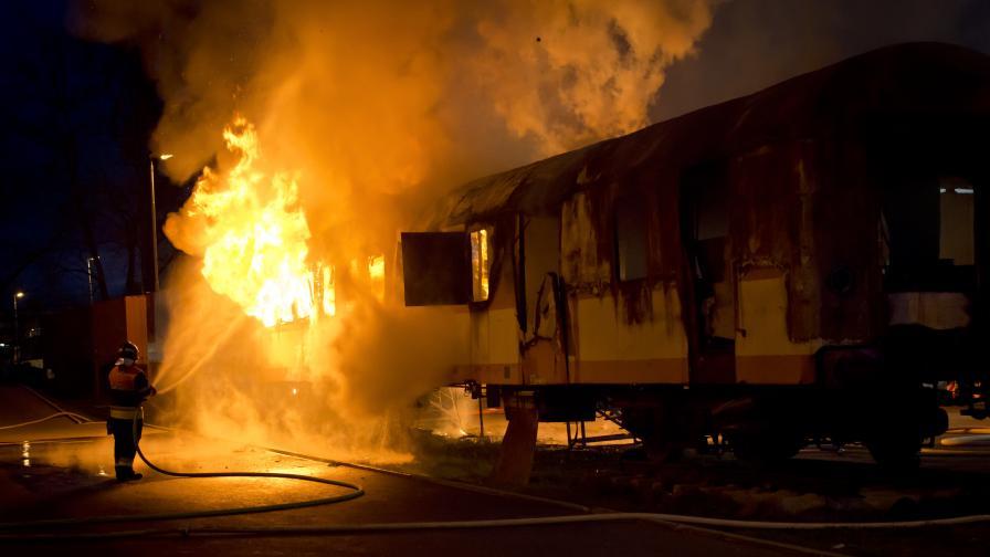 Огромен пожар в Канада: Пламна товарен влак с петрол (Видео)