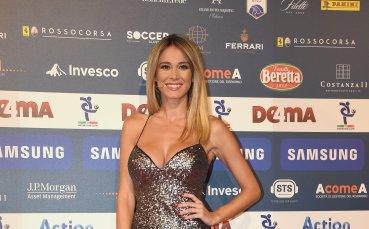 Най-сексапилната журналистка окуражи Италия