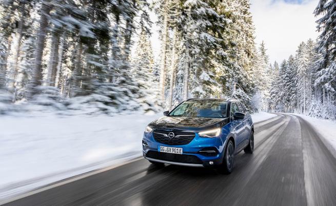 1,4 л/100 км, но с 300 к.с. и 520 Нм: Opel Grandland X Hybrid4 (тест драйв)