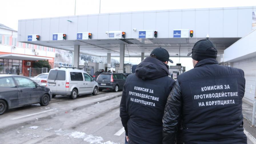 Искат постоянен арест за седем от задържаните митничари