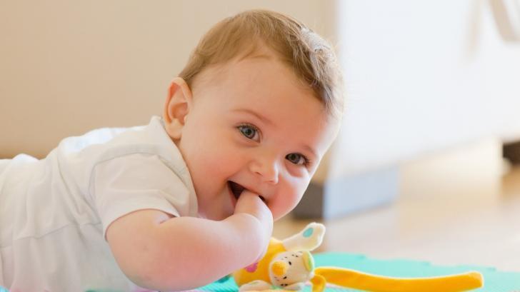 С какви занимания е изпълнен денят на осеммесечното бебе