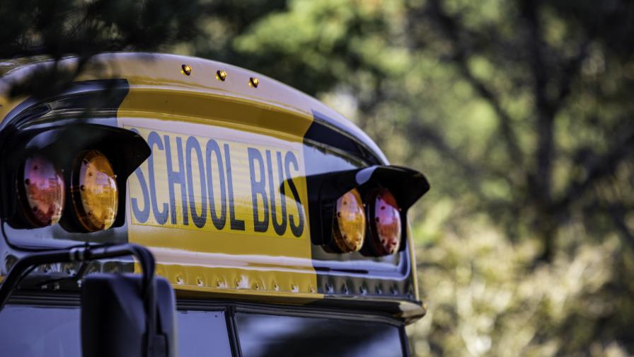 Училищен бус катастрофира край Кокаляне, пет деца са пострадали