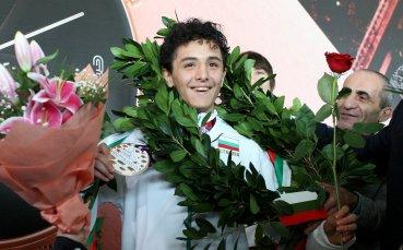 Грандиозно посрещане за големия герой на България