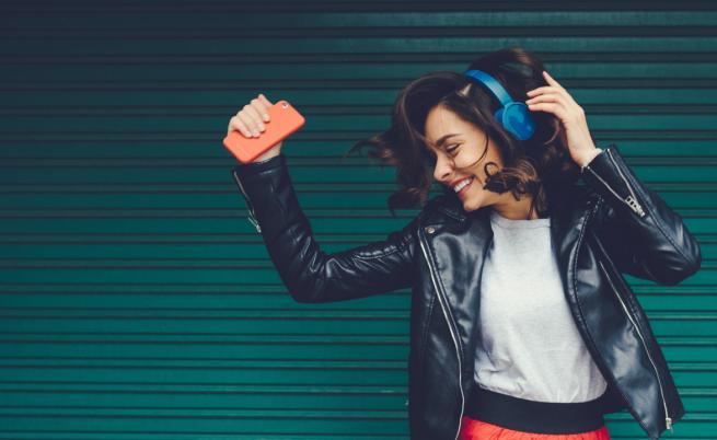 Защо обичаме да слушаме музика