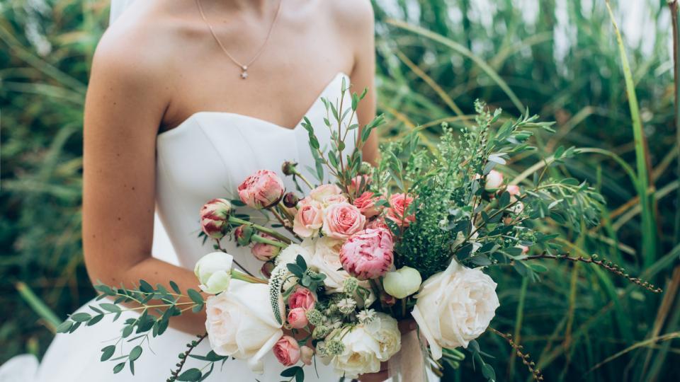 сватба булка цветя