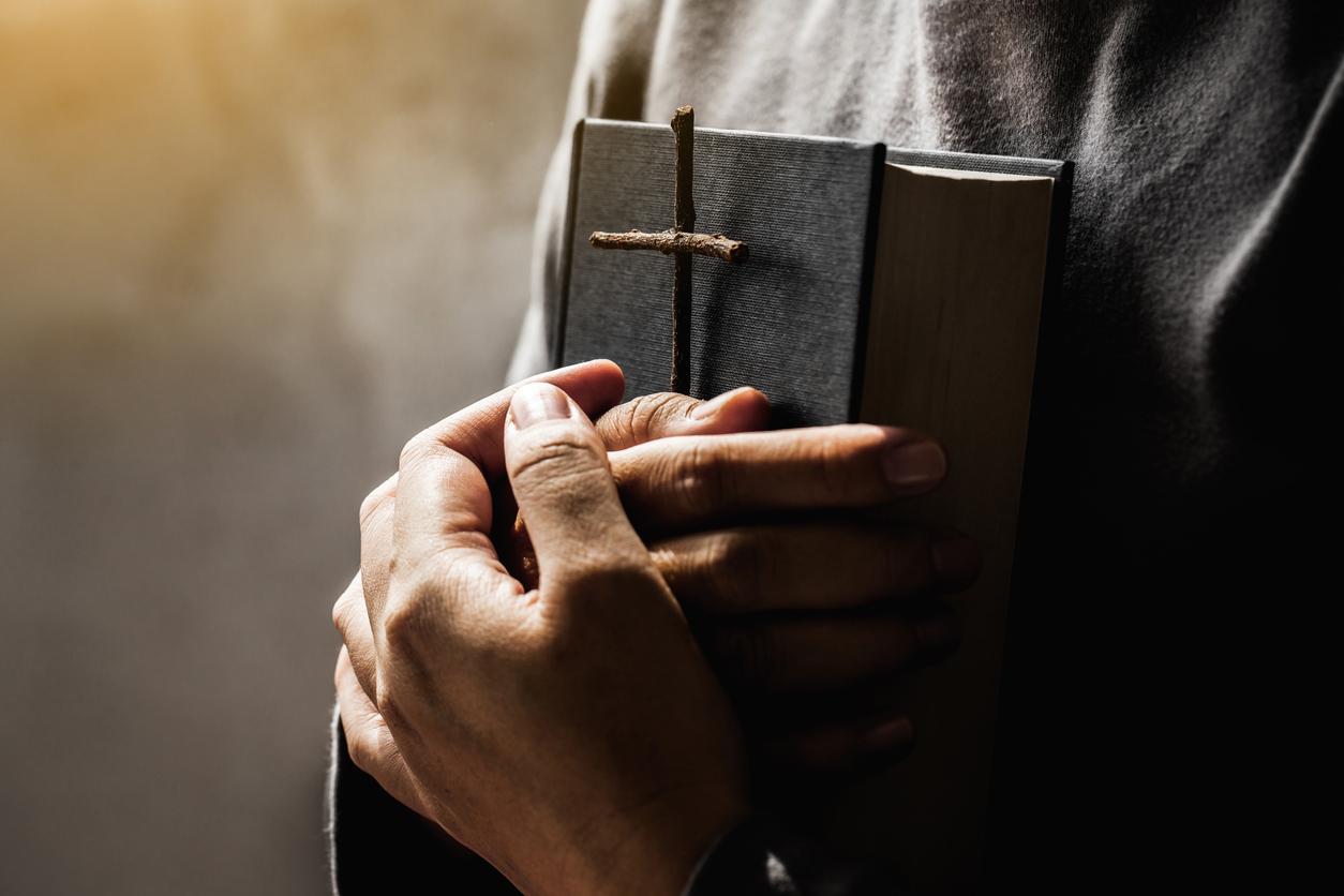 <p><strong>Най-крадената книга</strong></p>  <p>Библията е една от най-продаваните книги в световен мащаб. Според неофициални данни годишно в САЩ се продават около 25 млн. копия. Оказва се обаче, че Библията е и една от най-крадените книги. Със сигурност крадците са хора, които досега не са чели десетте Божи заповеди. : )</p>