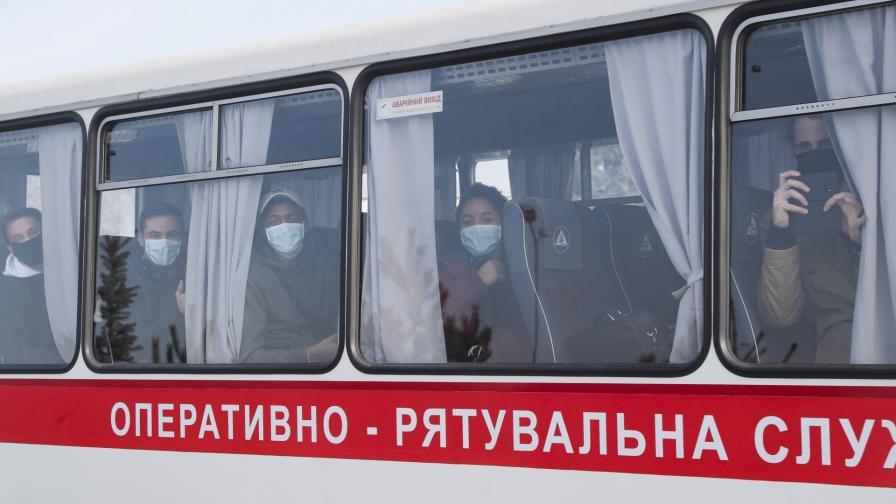 <p>Бунт срещу евакуирани от Ухан, пострадаха полицаи</p>