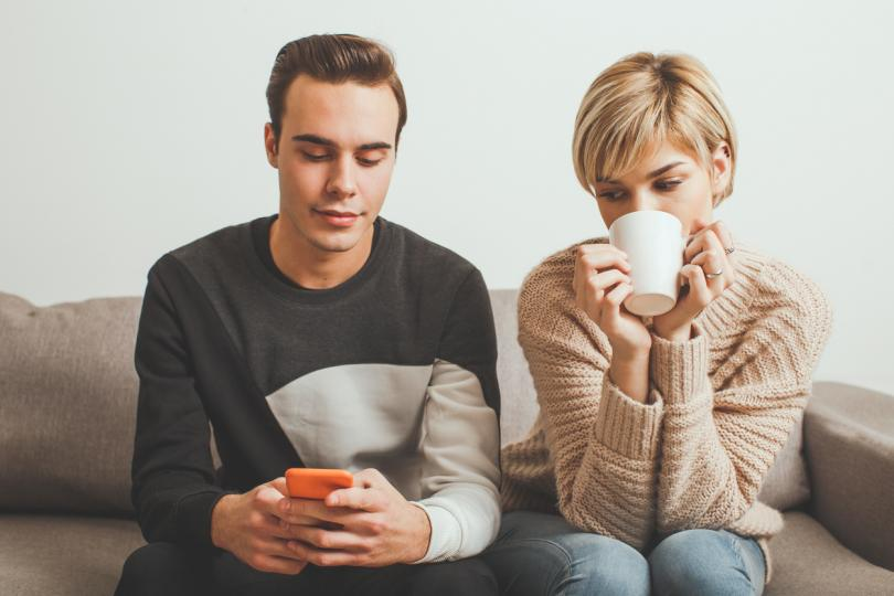 <p><strong>1. Поставете си граници.</strong></p>  <p>Не премълчвайте, че нещо смущава концентрацията ви, защото рано или късно ще го изразите под формата на пасивна агресия. Понякога &quot;Може ли да си сложиш слушалки?&quot; е повече от достатъчно, за да възстанови спокойствието в дома ви.&nbsp;</p>