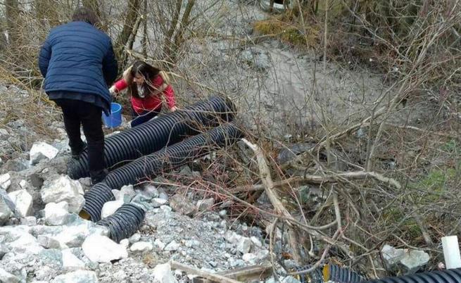 Водите на реките Юговска и Чая отровени с цианиди, арестуваха двама