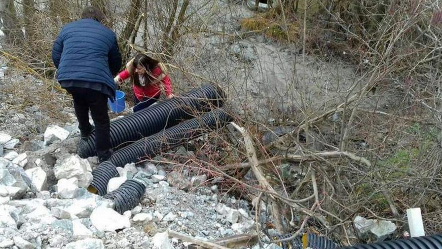 <p>Арестуваха две длъжностни лица за&nbsp;отравянето на реките&nbsp;Юговска и Чая&nbsp;с цианиди</p>