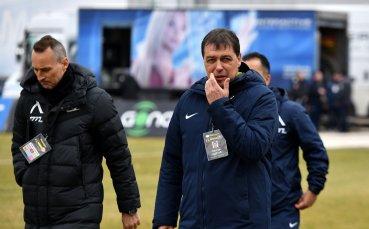 Петър Хубчев нападна част от играчите: Не заслужават да играят в Левски