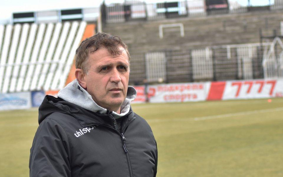 Треньорът на Локомотив Пловдив Бруно Акрапович е заминал за Германия