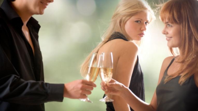 ревност обсебване изневяра партньори психиатър терапия
