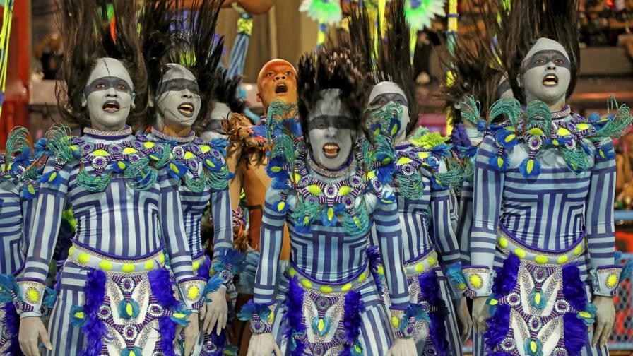 Карнавал по улиците на Рио де Жанейро