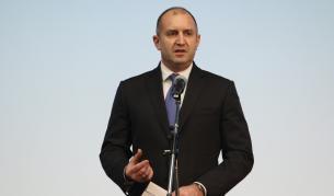 Президентът атакува кабинета за ДДС и бензиностанциите