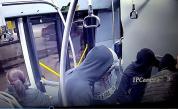 <p>Ето ги хулиганите, съблекли момче в столичен автобус</p>