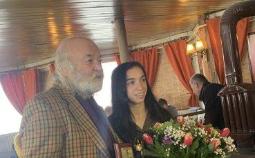 Боян Радев поиска олимпийски титли от състезателките по борба на Левски