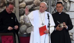 <p>Италия в плен на <strong>коронавируса</strong>, папа Франциск<strong> &quot;леко болен&quot;</strong></p>