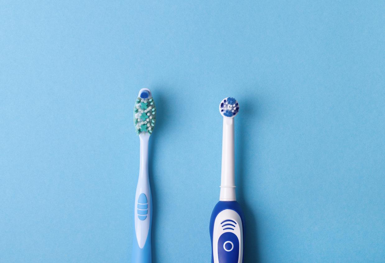 <p><strong>Грешната четка за зъби</strong></p>  <p>Обикновените четки за зъби са идеални, ако имате правилната техника на миене на зъби. В обратен случай изберете електронна такава. Дебелината на косъма на четката за зъби също трябва да се вземе предвид при избора.</p>
