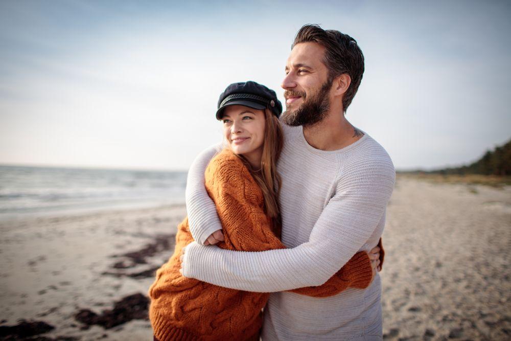 <p>Родените на 25-ти са прозорливи, интуитивни&nbsp;и ако се вслушват във вътрешния си глас, трудно могат да бъдат излъгани. Все пак се учат по &quot;трудния път на опита&quot; и обикновено личният им живот е по-щастлив след 28-годишна възраст.</p>  <p>Търсят партньори, които да са материално осигурени, но от друга страна, са склонни към романтика.</p>  <p>В сексуално отношение имат странни желания, голяма фантазия, която трябва да си намери подходящ отдушник, за да се почувстват удовлетворени.</p>