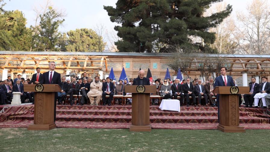 Историческо: САЩ и талибаните подписаха мирно споразумение