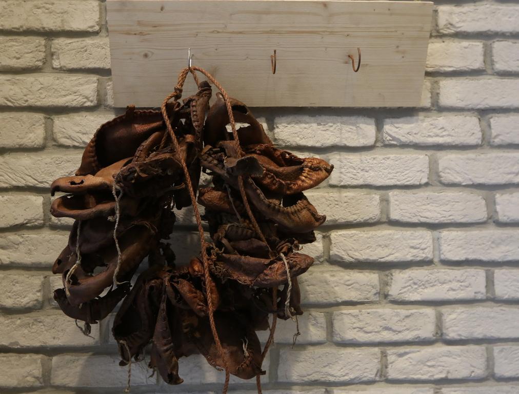 <p>Галерия Нюанс отваря врати преди 6 години. Сред многобройните изложби, вече за трети път се провежда инициатива, изключително емоционална за галерията &ndash; конкурсът за млади български художници.</p>