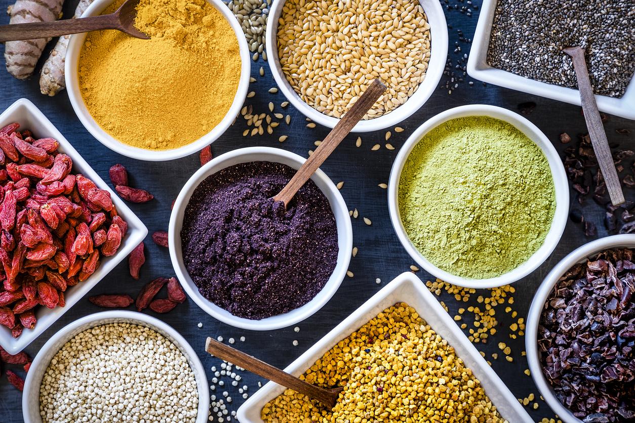 <p><strong>Неовкусена храна</strong></p>  <p>Странно, но факт! Според експерти по храненето консумирането на храна, която не е овкусена с подправки, забавя метаболизма ни.</p>