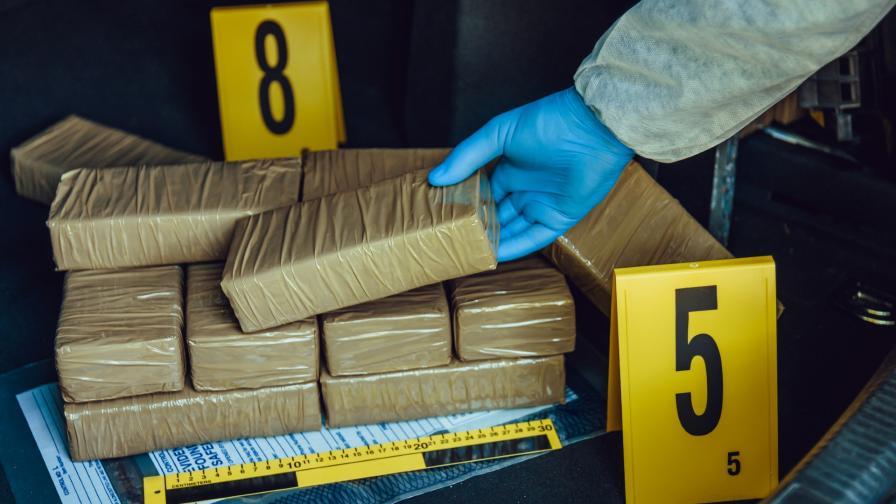 Мъжете, обвинени за контрабанда на над 400 кг хероин, остават в ареста