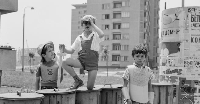 Вдъхновени истории КАМЕРА! РАБОТИ! Снимки от любимите български филми Фотоизложба