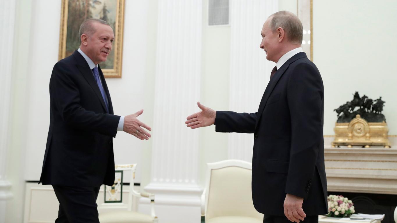 <p>&quot;Ситуацията ... в Идлиб толкова се влоши, че изисква от нас да водим директен личен разговор&quot;, каза Путин в началото на срещата.</p>