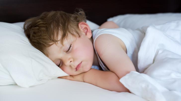 Сънна апнея при деца между 2 и 4 години: какво представлява и как се лекува?