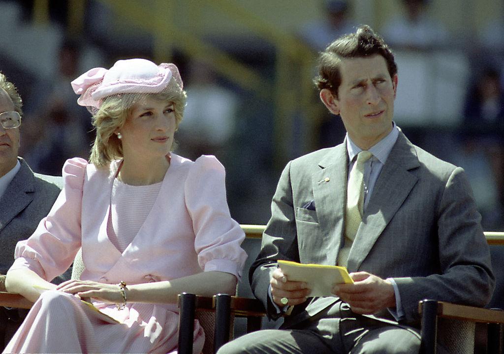 <p><strong>Смятат го за нелоялен</strong></p>  <p>Историята на принц Чарлз и Даяна остави едно чувство у хората за това, че на него не може да му се има доверие.</p>