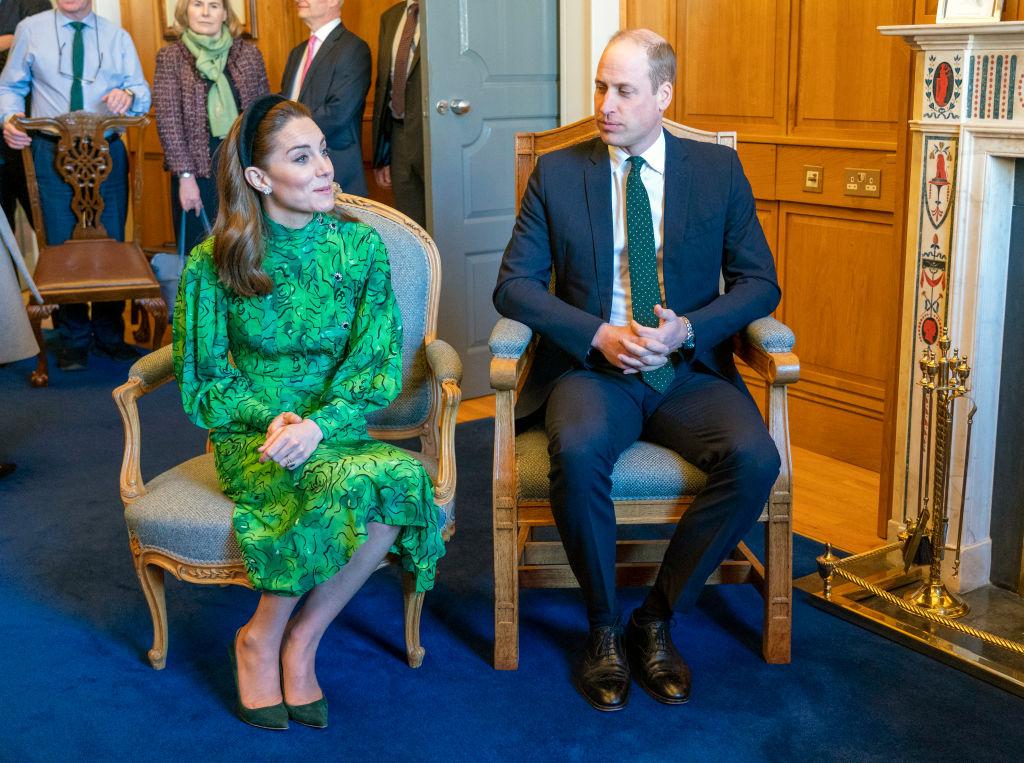 <p><strong>Предпочитат херцозите Уилям и Кейт</strong></p>  <p>Принц Уилям, херцогиня Кейт и трите им деца са може би любимите членове на кралското семейство на острова. Едно проучване дори доказва, че половината от гражданите на Обединеното кралство предпочитат принц Чарлз да преотстъпи трона на големия си син, когато кралицата си отиде от този свят.</p>