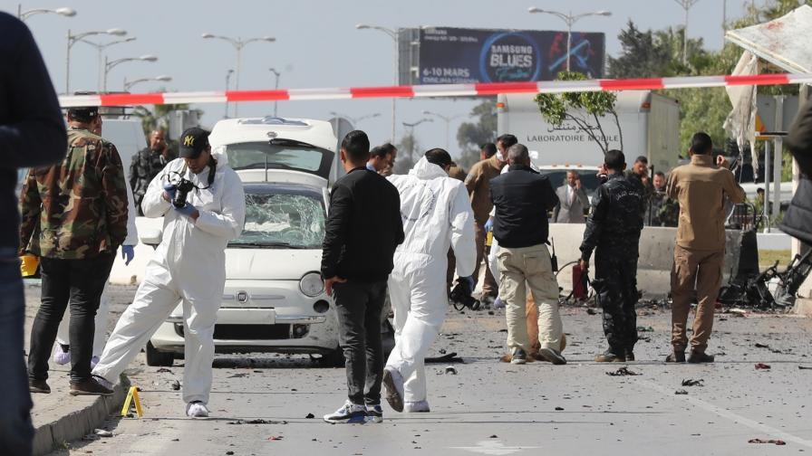 Атентат срещу посолството на САЩ в Тунис, има ранени