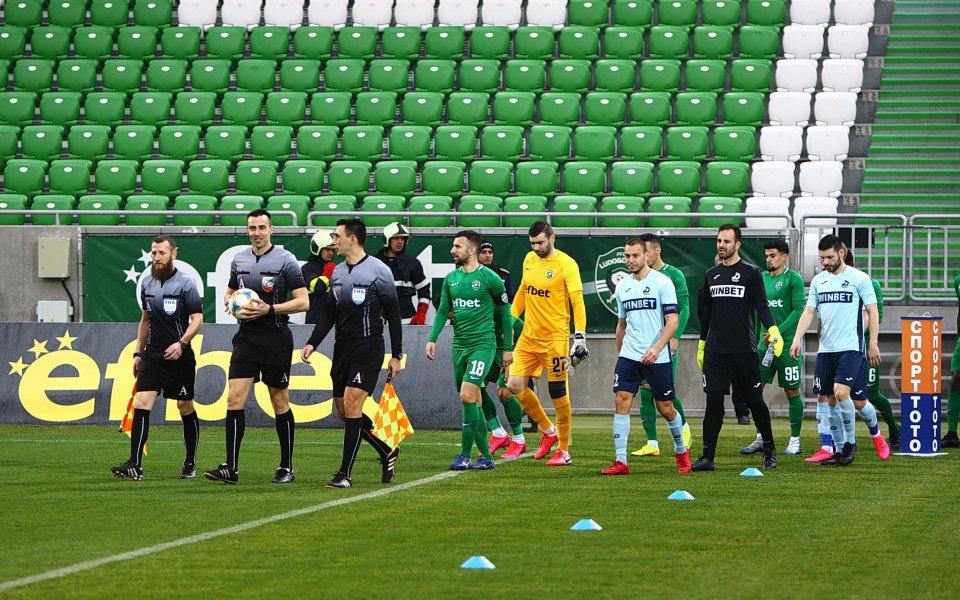 След принудителна пауза о 81 дни, футболът в България се