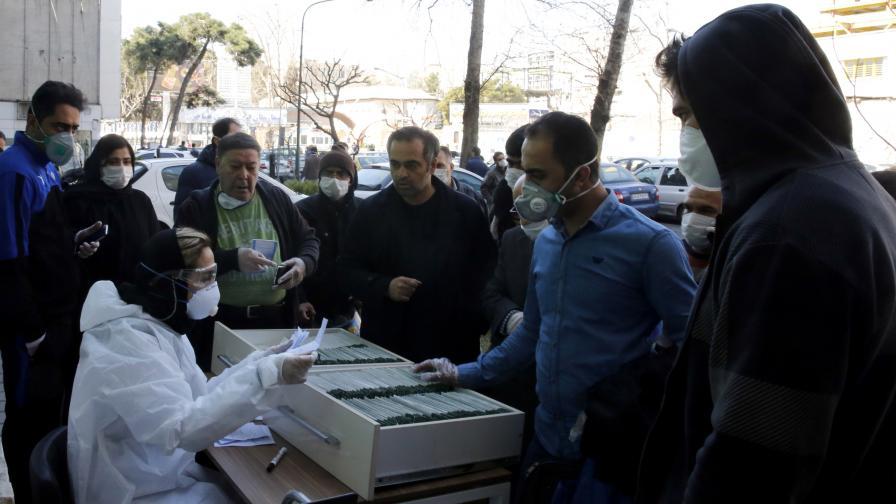 Десетки загинали в Иран, борили Covid-19 с алкохол