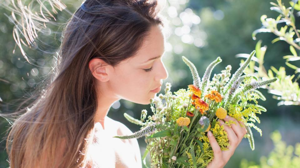 пролет жена цветя