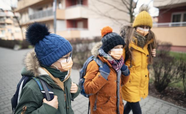 Извънредно положение заради COVID-19, редица държави в Европа затварят училища