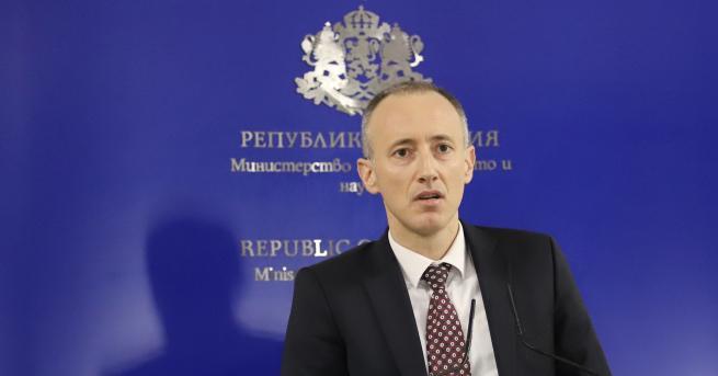 България Вълчев: Ще се наложи изместване на изпитите Изпитите на