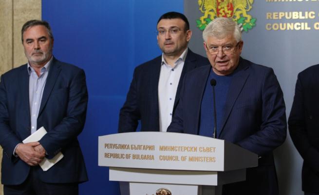 Ананиев: Ще затваряме магазини, ако има струпване на хора