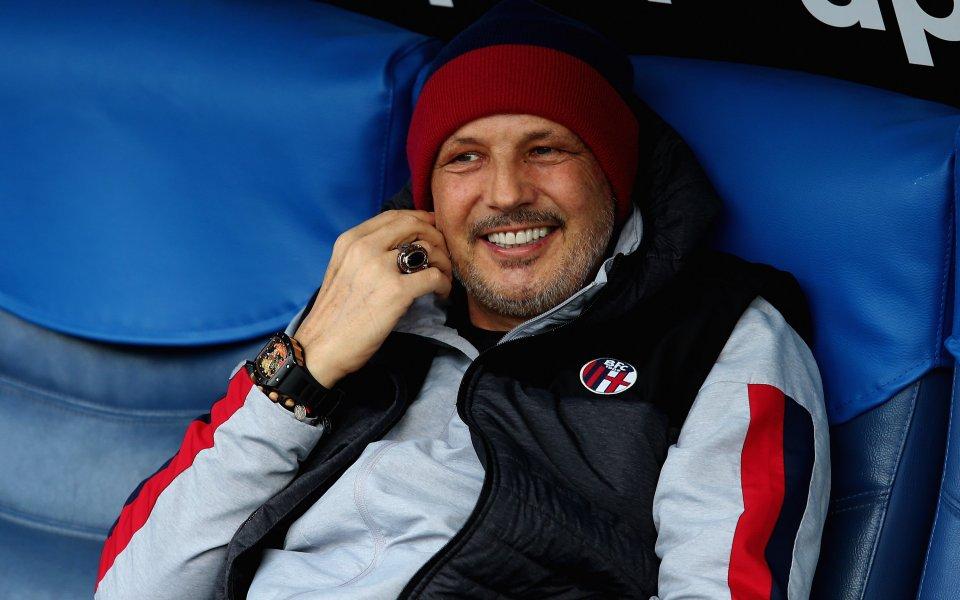 Треньорът на Болоня Синиша Михайлович е бил изпратен в Рим,