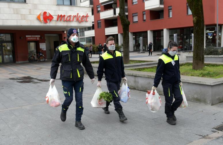 италия коронавирус доброволци мерки пусти улици