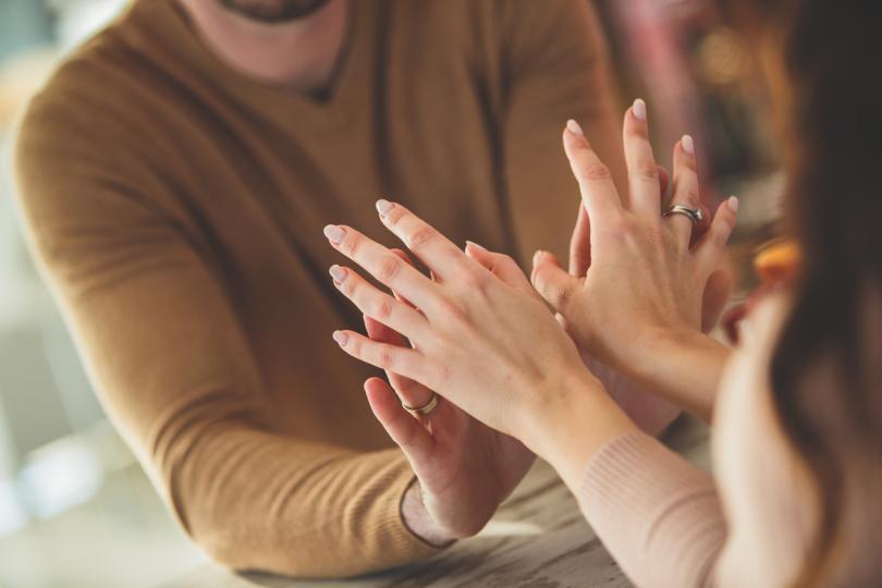 <p><strong>Кой пол има по-бърз растеж на ноктите</strong></p>  <p>За съжаление на жените, ноктите при мъжете растат по-бързо. Единствено по време на бременност дамите могат да се похвалят с по-ускорен растеж на ноктите.</p>