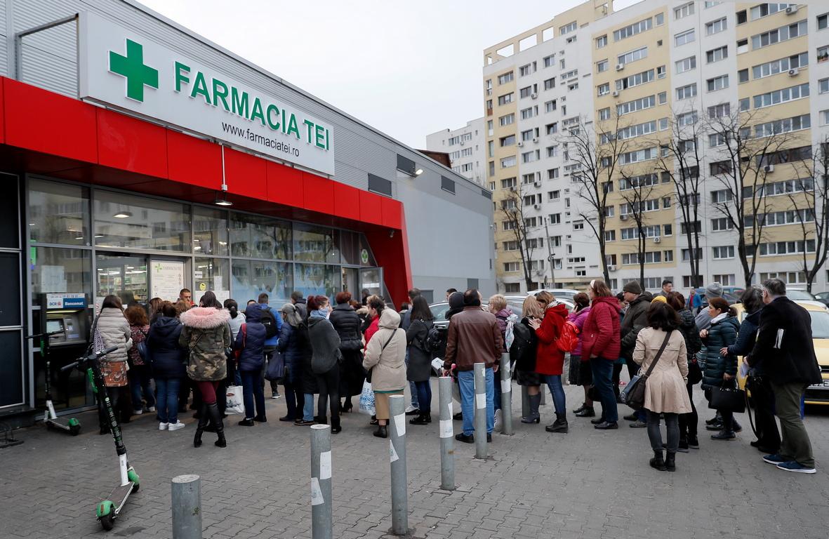 <p>Румънските власти решиха да преустановят полетите до и от Испания, да забранят масовите събития и да ограничат работата на заведения за хранене на фона на разпространението на коронавирусната епидемия, заяви министърът на вътрешните работи на страната Марсел Вела на брифинг,</p>
