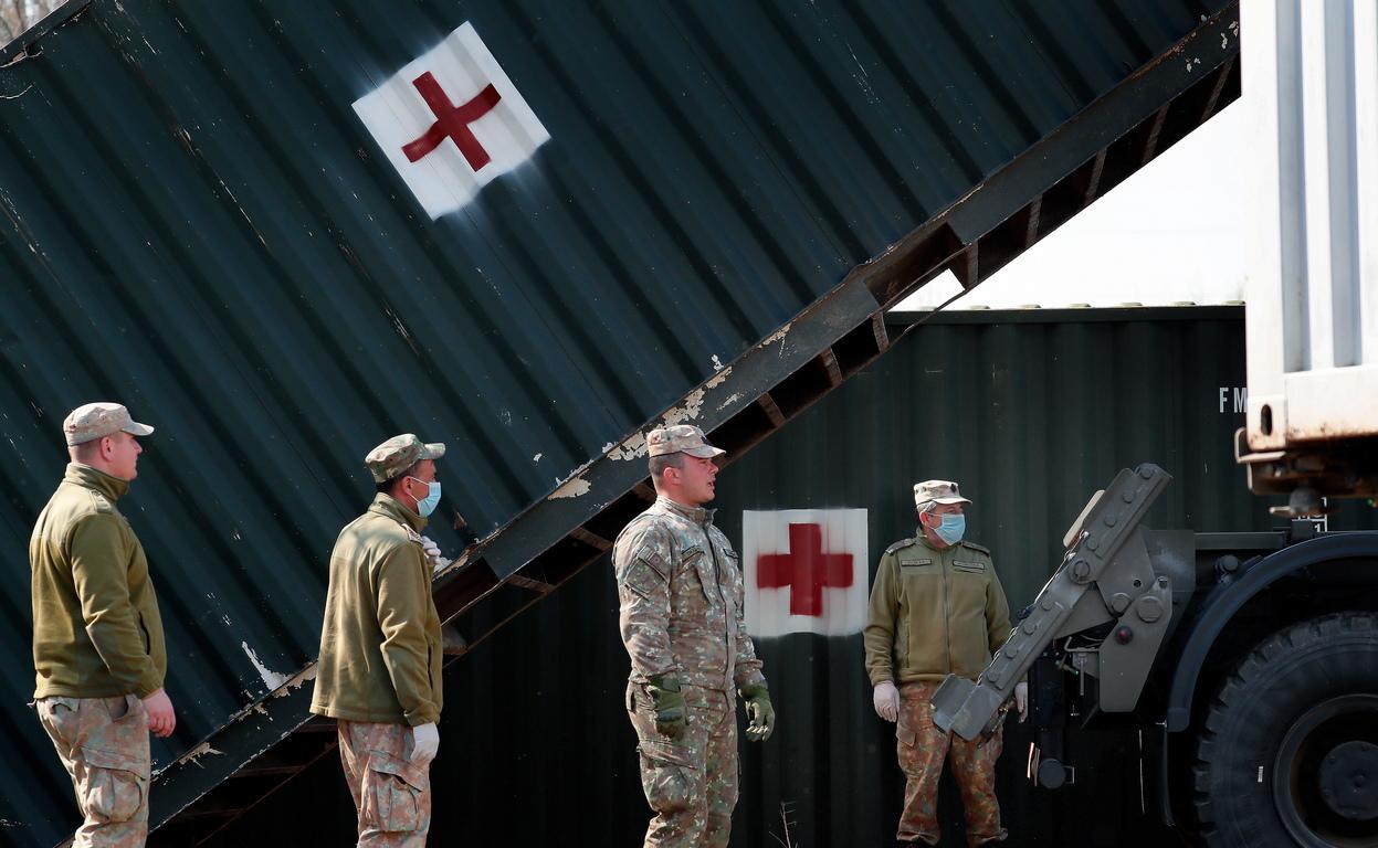 <p>Полевата болница, състояща се от контейнери и палатки, ще бъде готова до пет дни и трябва да осигури всички необходими болнични помещения за работа при извънредни ситуации.</p>