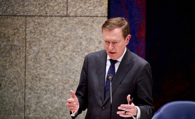 Здравният министър на Нидерландия колабира и подаде оставка